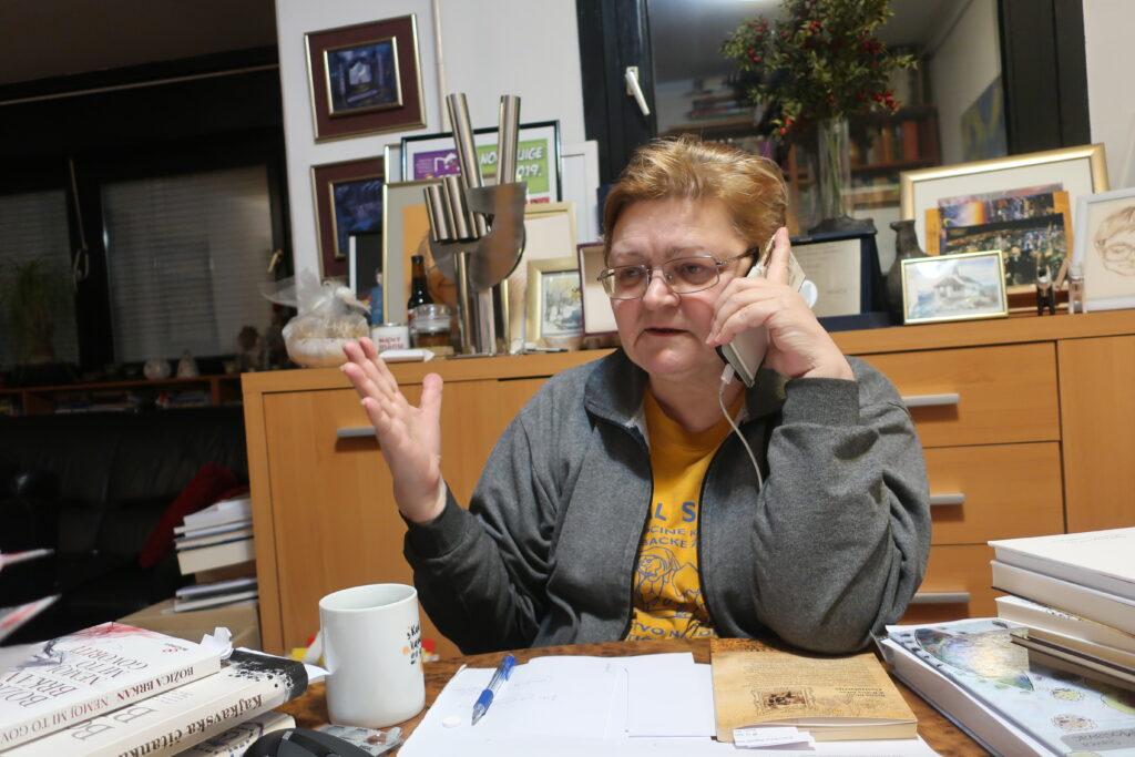 Božica Brkan u Kajkavijani od kuće mobitelom 3. prosinca 2020. / Fotografija Miljenko Brezak
